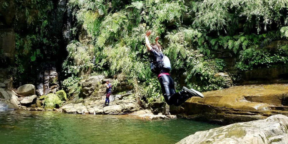ナーラの滝 カヤック シーカヤック 干潟 干潮 秘境 ジャングル トレッキング 家族 滝壺