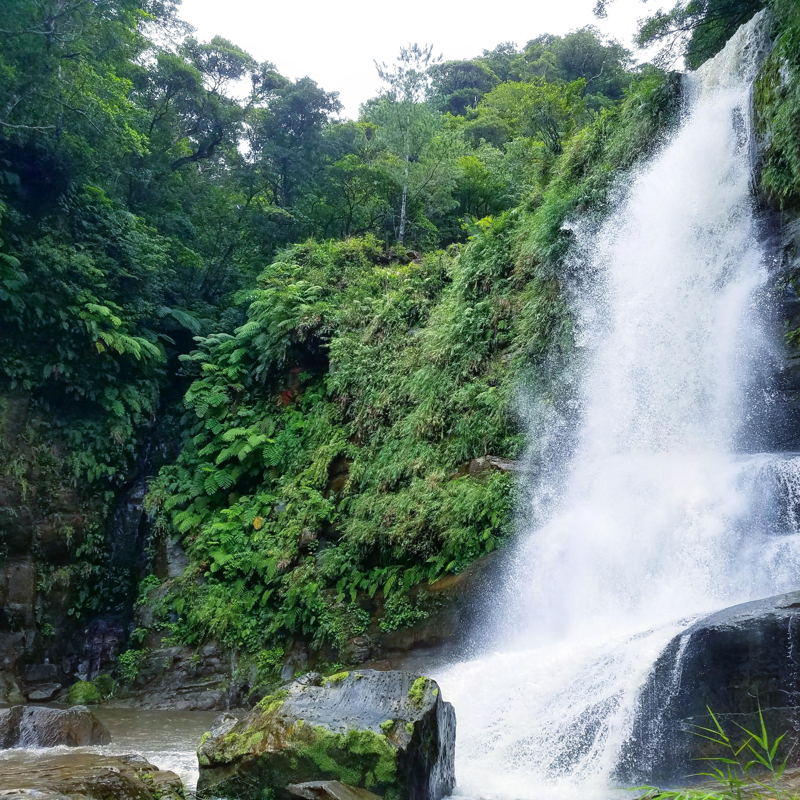 増水時のナーラの滝