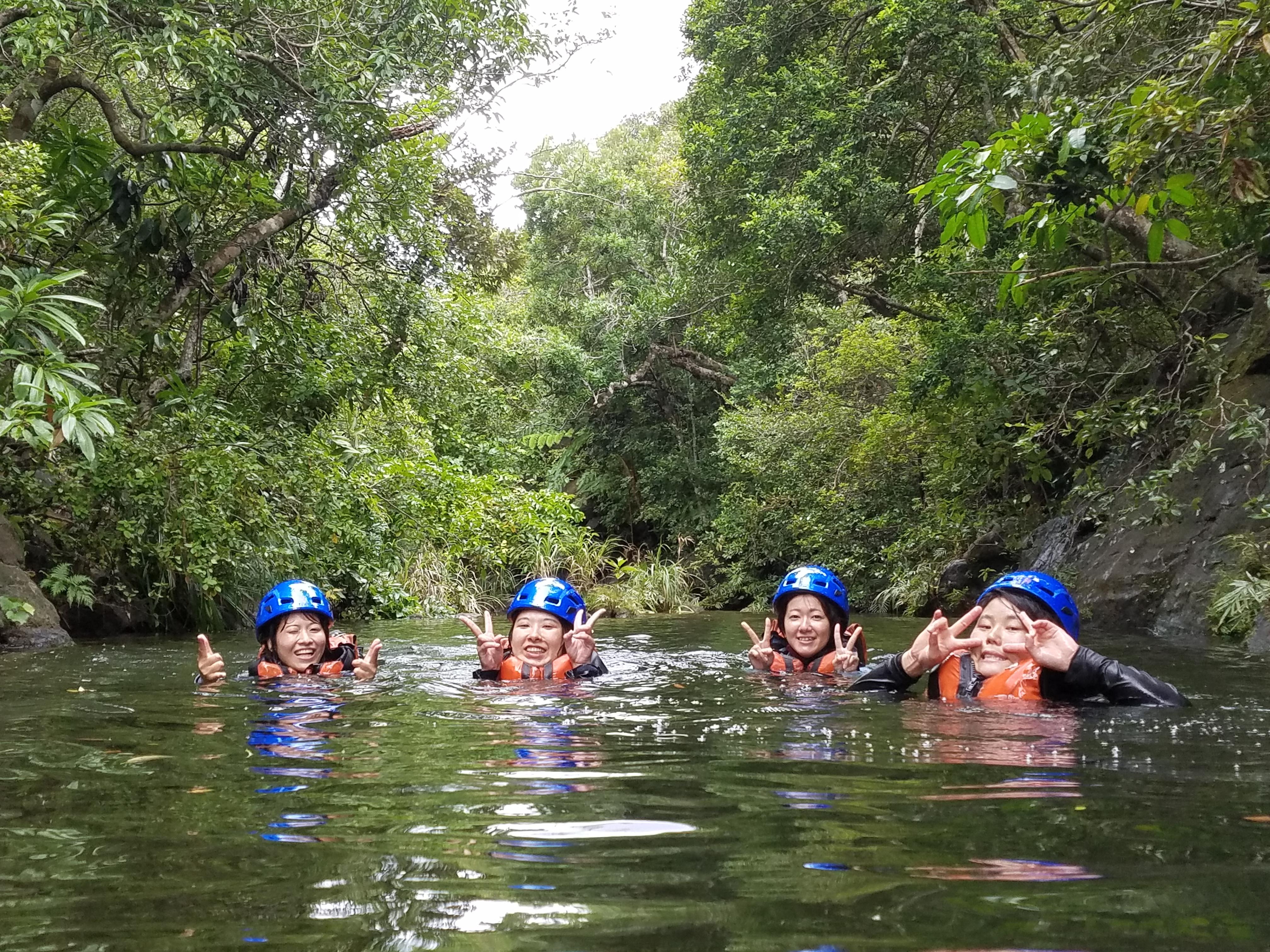 キャニオリングとゲータの滝トレッキングツアーとetc