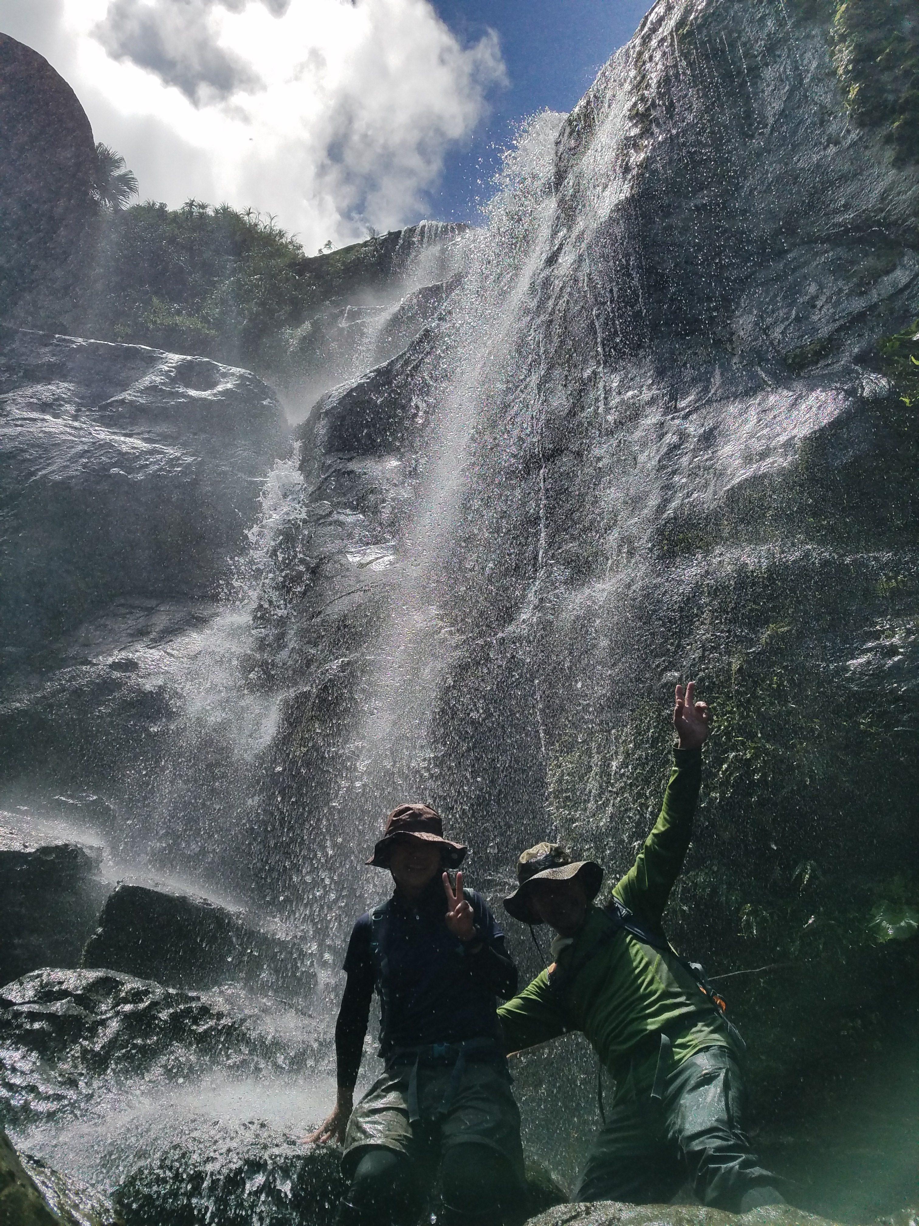 ユツンの三段滝トレッキングツアー