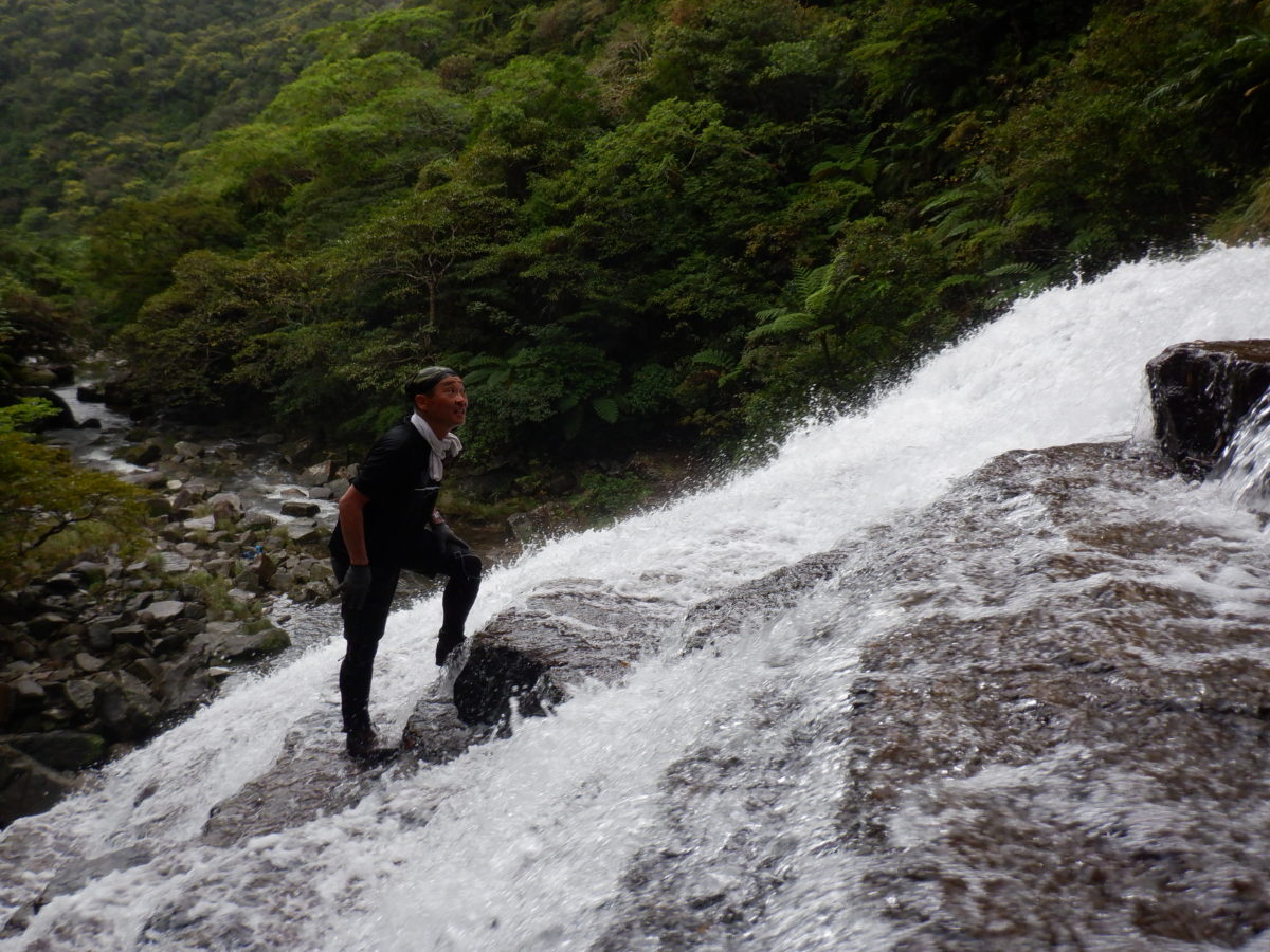 雨の日のマヤグスクの滝トレッキング